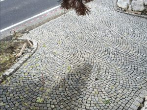 Pflasterverlag: Verlegung von Kleinpflastersteinen