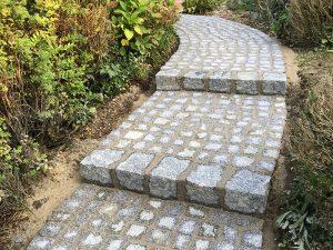 Pflasterverlag - Stufen mit Kleinfplastersteinen
