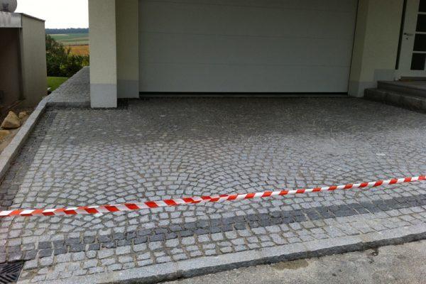Pflasterverlag - Einfahrt mit Kleinpflastersteinen