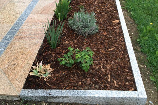 Ansehnlich und funktionell zugleich - Gartenbegrenzung von Pflasterverlag