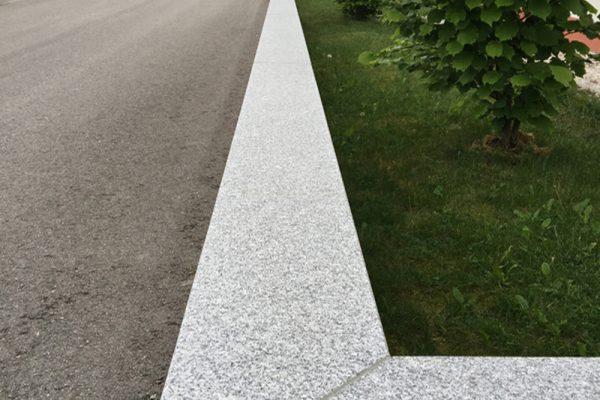 Pflasterverlag - Mauerabdeckung bei Grundstück in Marchtrenk